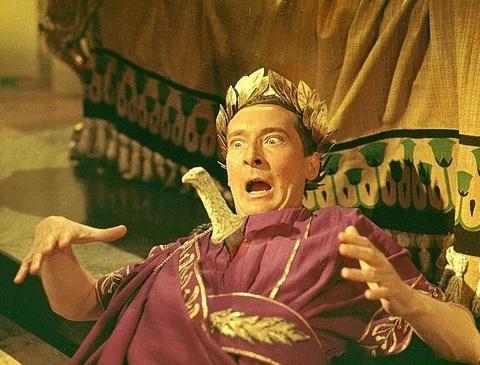 Caesar bi giet vi 23 nhat dao gam am sat cua nhung can than hinh anh 2