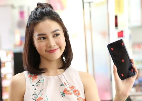 Ly Nha Ky, Lan Ngoc, Quynh Anh Shyn hao hung mua sam qua Samsung Pay hinh anh