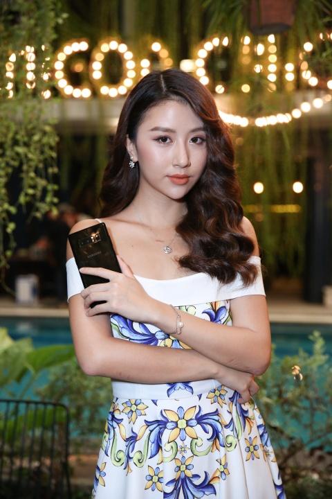 Ly Nha Ky, Lan Ngoc, Quynh Anh Shyn hao hung mua sam qua Samsung Pay hinh anh 6