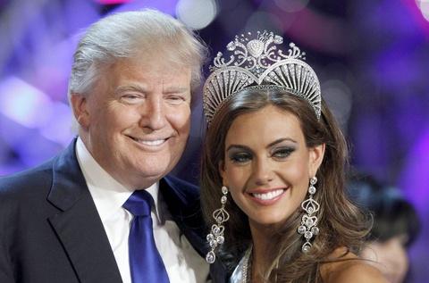 Donald Trump chup anh thoi trang cung cac Hoa hau Hoan vu hinh anh