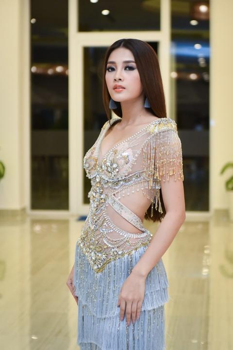 Hoa hau dep nhat the gioi 2008 ruc ro ben Pham Huong va thi sinh HHHV hinh anh 13