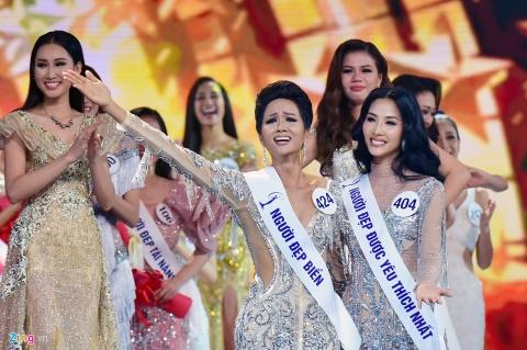 Tan Hoa hau H'hen Nie duoc ung ho: 'Tai sao phai lay chuan da trang?' hinh anh 3