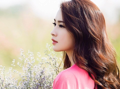 Dang Thu Thao, H'Hen Nie: 'Dung cho den 30 Tet moi mua hoa' hinh anh