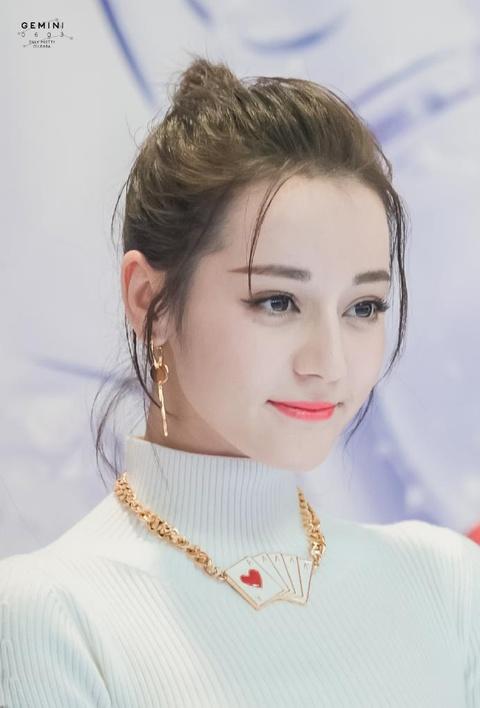 Dich Le Nhiet Ba: My nhan khong ham khoe than van hot nhat showbiz hinh anh 11