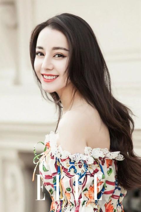 Dich Le Nhiet Ba: My nhan khong ham khoe than van hot nhat showbiz hinh anh 1