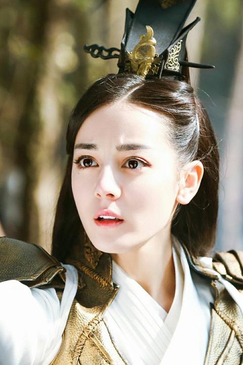 Dich Le Nhiet Ba: My nhan khong ham khoe than van hot nhat showbiz hinh anh 5
