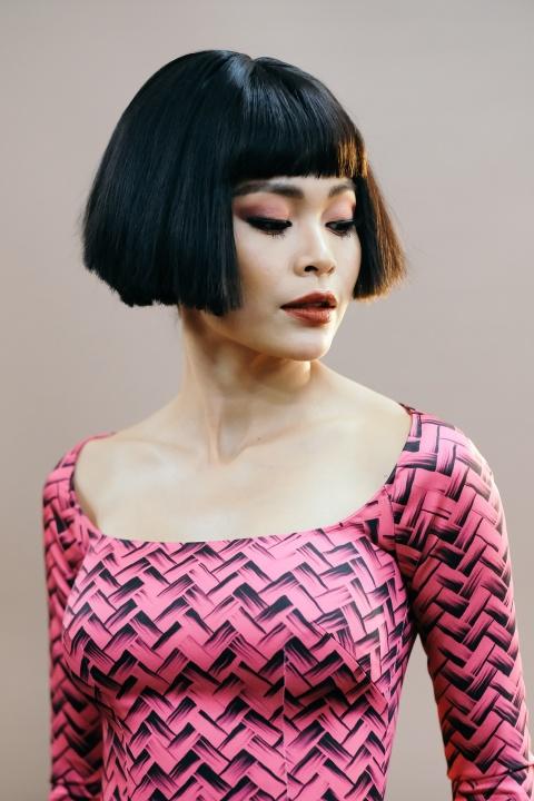 Hau truong mau Fashion Week: Ngoi bet trang diem, an voi cho gio dien hinh anh 12