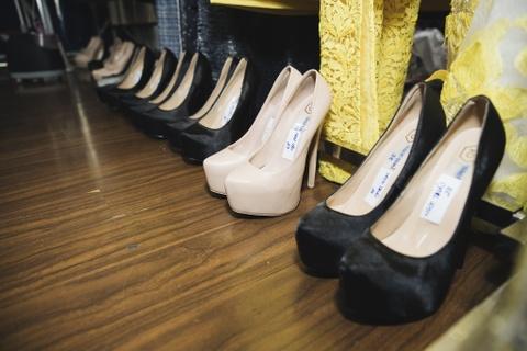 Hau truong mau Fashion Week: Ngoi bet trang diem, an voi cho gio dien hinh anh 6
