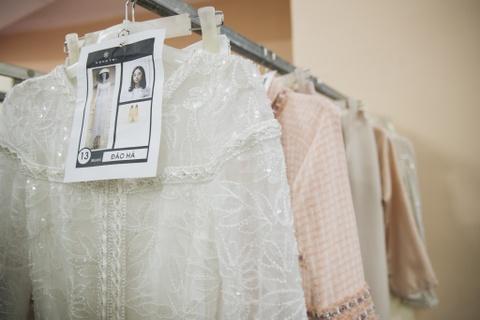 Hau truong mau Fashion Week: Ngoi bet trang diem, an voi cho gio dien hinh anh 7