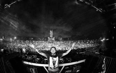 Bi kich DJ Avicii: Tuoi tre mai suc vi am nhac roi lui tan vi ruou hinh anh 2