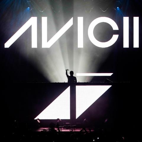 Bi kich DJ Avicii: Tuoi tre mai suc vi am nhac roi lui tan vi ruou hinh anh 3