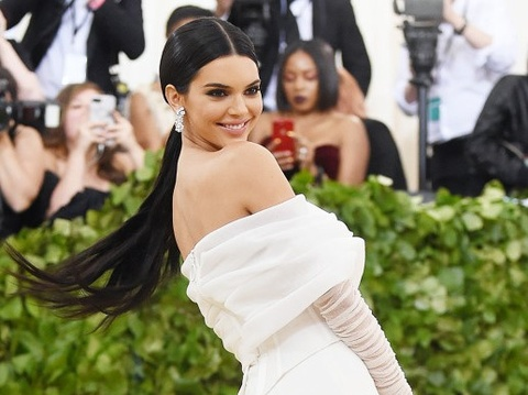 Kendall Jenner hat toc xinh dep tren tham do Met Gala 2018 hinh anh