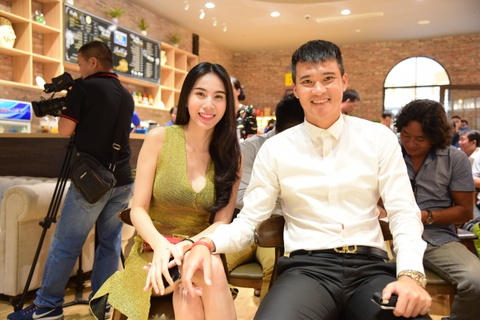 Cong Vinh: 'Thuy Tien giup toi thay cuoc song khong con nang ne' hinh anh