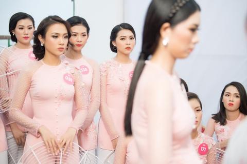 Nguoi dep Hoa hau Viet Nam 2018 dien bikini do ruc trinh dien hinh anh 3