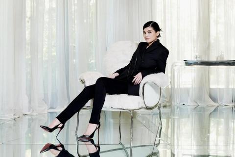 Kylie Jenner kiem 900 trieu USD tu my pham binh dan than toc the nao? hinh anh 1