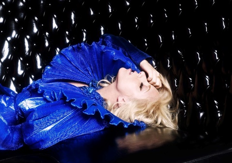 MV 'Just Dance' - Lady Gaga va Colby O'Donis (2009) hinh anh