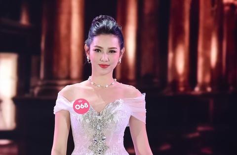 Top 5 Hoa hau Viet Nam lam viec 18 tieng/ngay, kiem tu 60.000 dong hinh anh