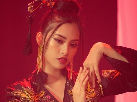 Tiểu Vy đẹp ma mị, hát 'Lạc trôi' của Sơn Tùng M-TP tại Miss World