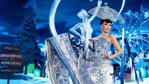 10 trang phuc dan toc dep nhat Miss Universe tu 2008 den 2017 hinh anh