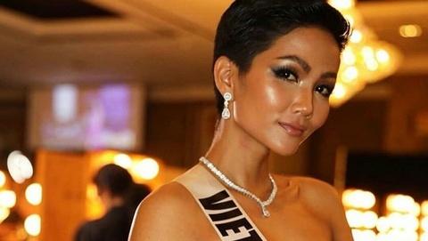 H'Hen Nie noi tieng Anh trong clip phong van ngan cua Vogue Thai hinh anh