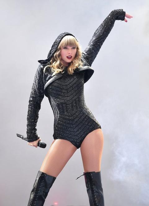 Taylor Swift: Nam 2018 huy hoang va 'cu tat' cua Grammy vao phut cuoi hinh anh 2