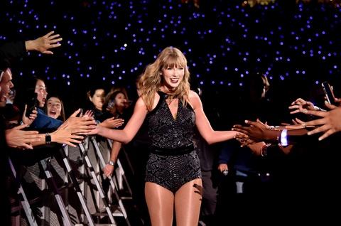 Taylor Swift: Nam 2018 huy hoang va 'cu tat' cua Grammy vao phut cuoi hinh anh 1