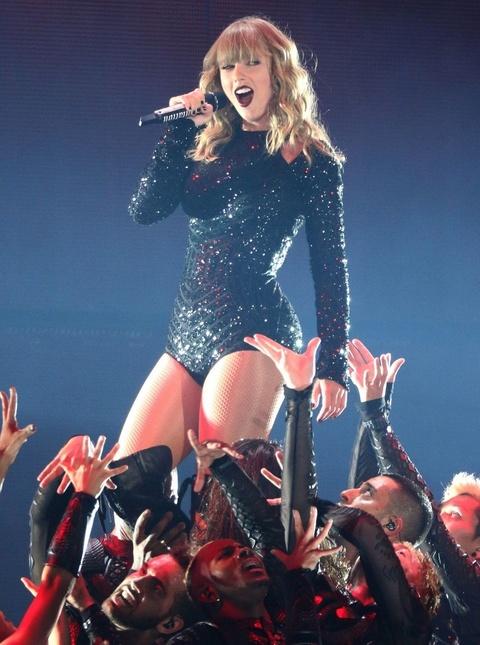 Taylor Swift: Nam 2018 huy hoang va 'cu tat' cua Grammy vao phut cuoi hinh anh 3