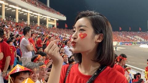 Hoa hậu Mỹ Linh: 'Mặc áo đỏ chúc tuyển Việt Nam may mắn, chiến thắng'