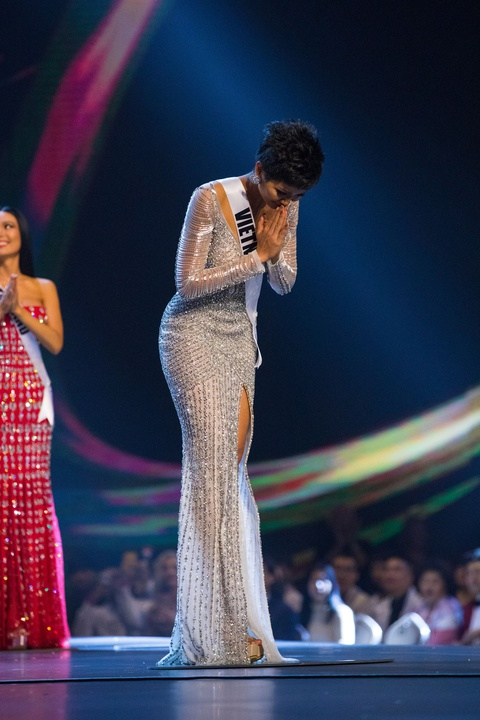 H'Hen Nie: 'Xin dung trach moc chi phien dich o Miss Universe' hinh anh 3