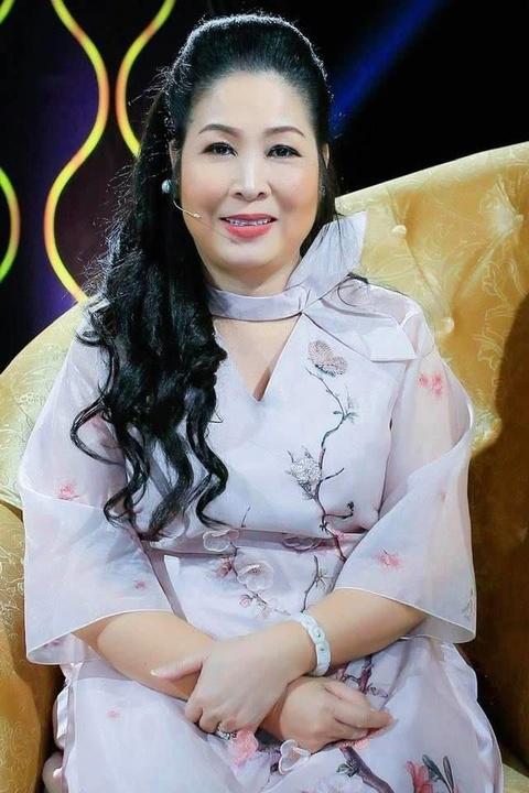 600 triệu Hồng Vân kêu gọi cho Anh Vũ và tình nghệ sĩ trong showbiz xô bồ