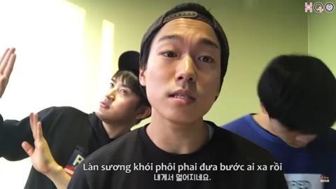 3 chang trai Han Quoc cover 'Lac Troi' hinh anh