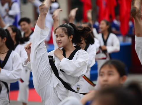 Xuat quan co vu doan the thao Viet Nam du SEA Games 29 hinh anh
