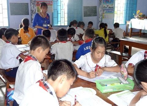 Quang Nam: Hoc sinh tang dot bien, truong lop qua tai hinh anh