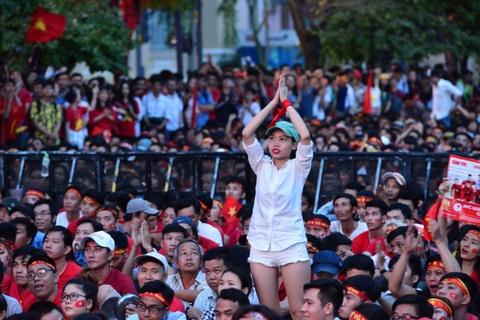 Nguoi Sai Gon roi nuoc mat nuoi tiec cho U23 Viet Nam hinh anh 16