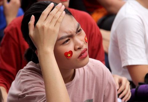 Nguoi Sai Gon roi nuoc mat nuoi tiec cho U23 Viet Nam hinh anh 6