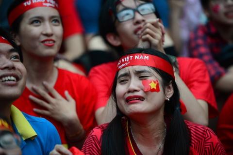 Nguoi Sai Gon roi nuoc mat nuoi tiec cho U23 Viet Nam hinh anh 4