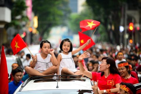 Nguoi ham mo Sai Gon ruoc 'cup' khong lo tren pho di bo Nguyen Hue hinh anh 13