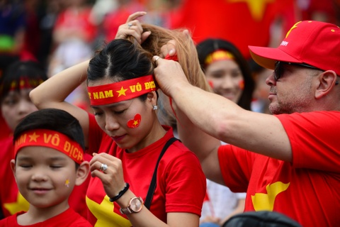 Nguoi ham mo Sai Gon ruoc 'cup' khong lo tren pho di bo Nguyen Hue hinh anh 2