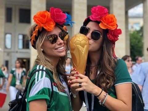 Tinh yeu no ro tren dat Nga mua World Cup hinh anh 5