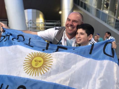 Co dong vien Argentina: 'Chua oi, chung toi da hoi sinh' hinh anh 4