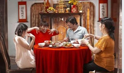Clip 'Sao lai an Tet' cua Huynh Lap noi thay noi long gioi tre hinh anh