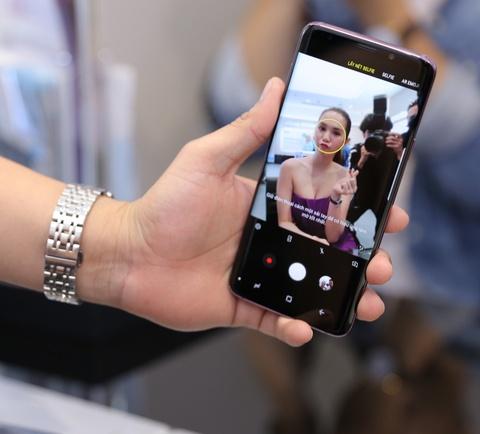Ngoc Trinh thu tinh nang AR Emoji khi mua Galaxy S9+ hinh anh 6