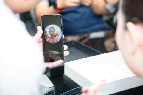 Ngoc Trinh thu tinh nang AR Emoji khi mua Galaxy S9+ hinh anh 4