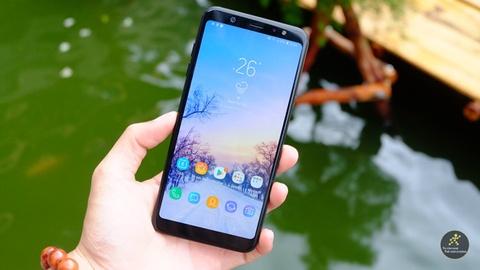 Dai dien Samsung huong dan su dung Galaxy A6/A6+ hinh anh