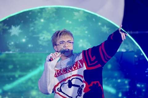 Soobin Hoang Son dien style khac la, doc rap trong dem nhac Giang sinh hinh anh