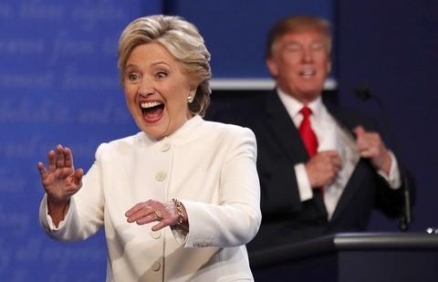 Ba Clinton lai thang ap dao trong cuoc tranh luan lan 3 hinh anh