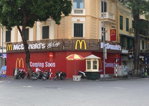 Kinh doanh tai Viet Nam, 7-Eleven, Zara, H&M, McDonald 'ngai' ra Bac? hinh anh
