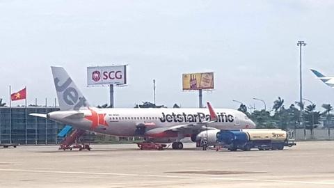 Khách bay dịp Tết bị thông báo lùi chuyến 3 ngày