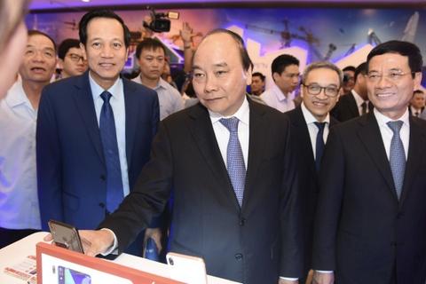 Thu tuong trai nghiem cac san pham cong nghe cao 'Make in Vietnam' hinh anh 6