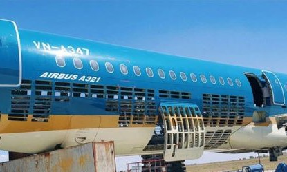 Cat vo may bay cu cua Vietnam Airlines lam hang luu niem hinh anh